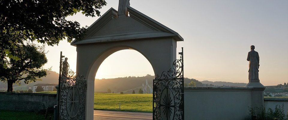 Hřbitovy mají delší otevírací dobu