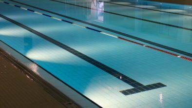 Kryté bazény hlásí prázdniny