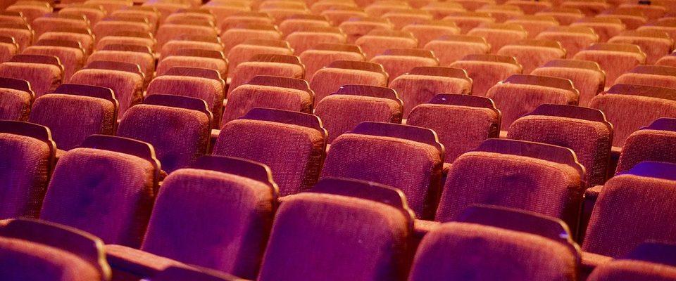 Lidé si mohli prohlédnout divadla