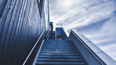 Z Bašt vede nové schodiště. Doplněné bude zelení